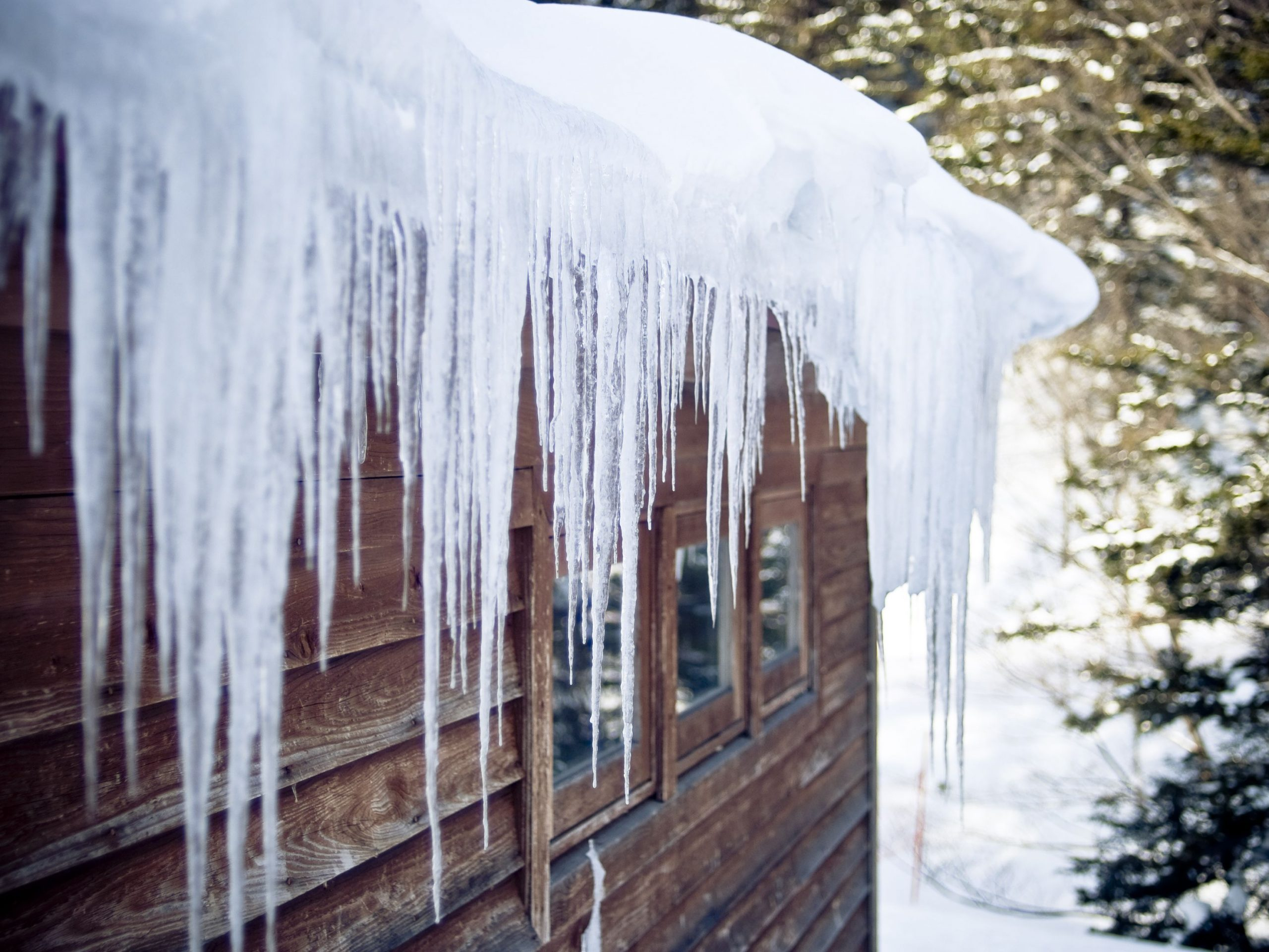 How to Prevent Ice Dams in Gutters during the Winter Season?