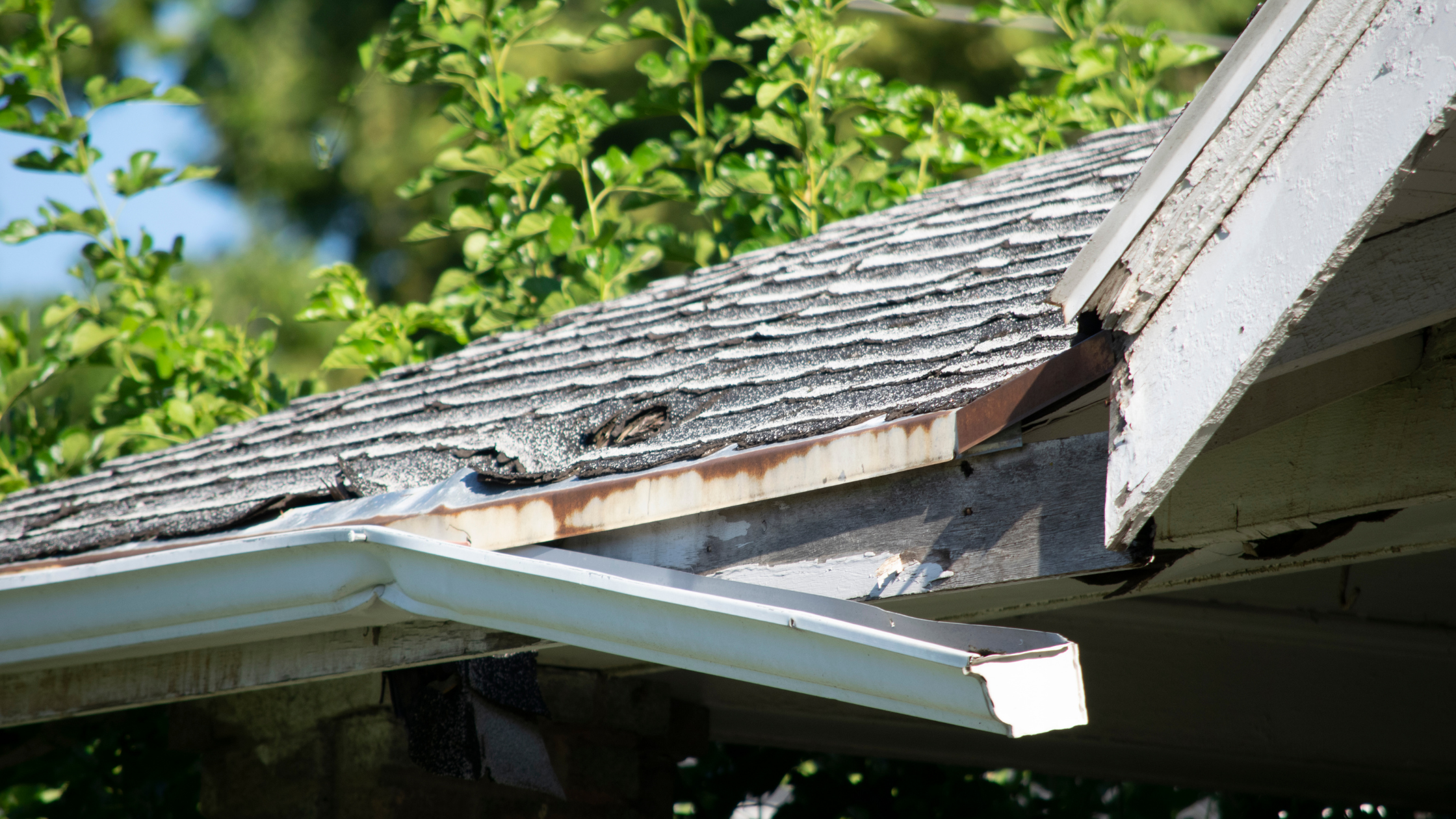 3 Signs You Need To Replace Your Gutters
